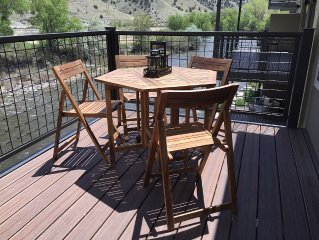RIVER FRONT NEW CONDO And In Downtown... Stunning Salida Vacation Rental-2Br/F