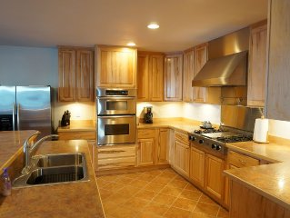 Perfect location. Spacious.Amazing Alyeska Mt. views.Incredible kitchen.New beds