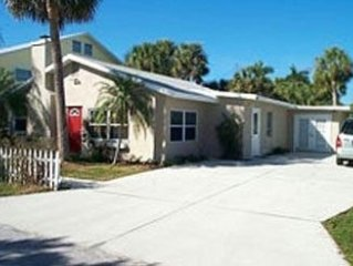 Recently Redecorated, Sunny 3BR/3BA Home 7 Houses from Beach