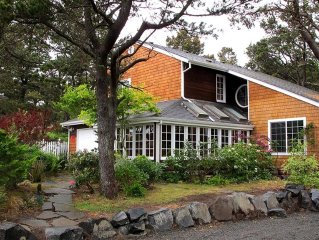 Gearhart Luxury Vacation Home - Easy stroll to town or beach...