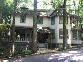 Enjoy the Beautiful Historic Woodscent Cottage