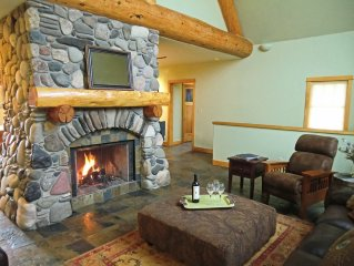 *LUXURY*VIEWS*HOT TUB*FIREPLACE*BASE AREA*Walk to lifts or take shuttle*