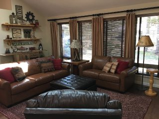 Comfy & Cozy Single level 3 bedroom, nature themed home  w/ 2 King beds