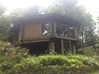 Imaginative, Secluded Berkshires Tree House near Tanglewood, Great Barrington