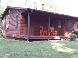 Vacation Rental Cabin w/2 person Hot Tub in WNC Mountains - Perfect for Couples!