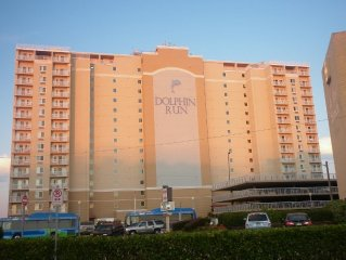 -Beautiful Ocean Front Condo, Ocean View From Every Room, Pool+Roof Top Sundeck-