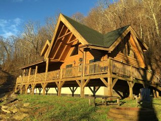 REAL LOG CABIN!  2 King size masters, Hot Tub, WiFi, VIEW, paved road/driveway