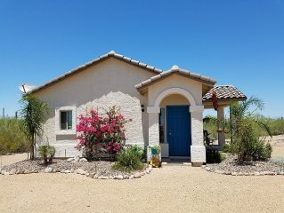 Luxury 1BR, 1BA Guest House With Glorious Superstition Mtn View!