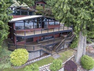 Stunning Pacific Northwest Lakehouse on 100' waterfront near Seattle!