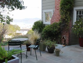 Sausalito Vintage Cottage with Beautiful Bay View