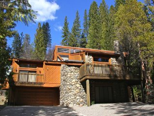 FRANK LLOYD WRIGHT INSPIRED HOME INSIDE YOSEMITE NAT'L PARK-CENTRAL A/C-3 DECKS!