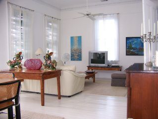 Artist Penthouse in Irish Channel 1 Block from Garden District