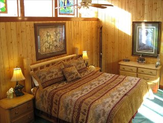 100 Yards to Ski Park City! 2 BR-Fireplace-Hot Tubs-WiFi
