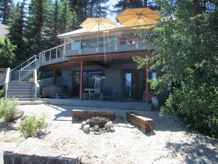 Lakefront House with Private Beach, Dock, Hot Tub, 'Boat House'