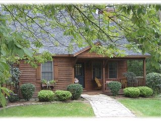 Charming 3BR/3BA with Hot Tub, Fireplace & Pool Table