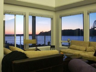 Super Oregon Coast Views and House Right on the Water