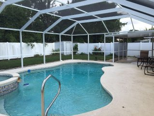 Cozy Family Home With Private Pool - 10 min to Bradenton Beach !