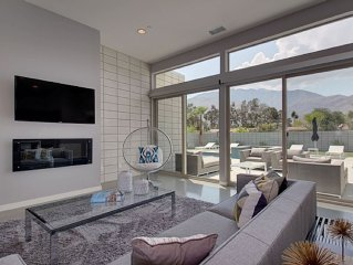 New Retro Modern!! Close To Riviera Hotel And Downtown. Amazing Pool & View!!