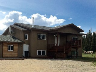 Denali Park Luxury 4 Bedroom Home. National Park Views & Wildlife Out The Window