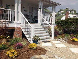 Seagarden Cottage in Historic Downtown Manteo, just steps from Shallowbag Bay