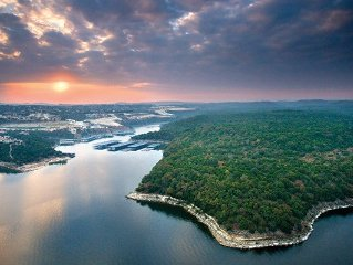 Luxury vacation on Lake Travis- The Hollows