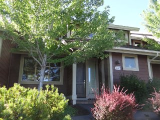 Eagle Crest - Luxury Creekside 3 Bedroom 2 1/2 Bath with 6 quest passes