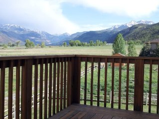 1900 Square Foot Newer Townhome With Mountain Views