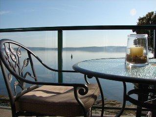 Van. Island Oceanfront Paradise! outdoor pool, hot tub, tennis court, kayaking!!
