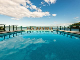 Van. Island Oceanfront Paradise out door heated pool & hot tub, tennis court!!