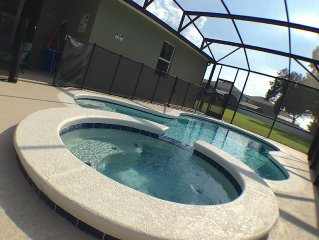 5 Stars House With WiFi, Game Room, Private Heated Spa & Pool In a Gated Area