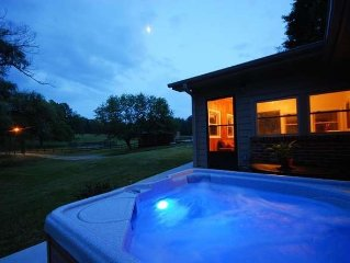 17 Acre Private Horse Farm~Fireplace~Hot Tub~Quiet~Secluded