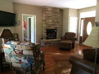 Luxurious Lakefront House On Watts Bar Lake With Dock & Sundeck Pet Friendly
