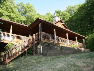 Supper Spring Special, Magnificent Log Cabin, Sleeps 14, Hot Tub, Pet Friendly