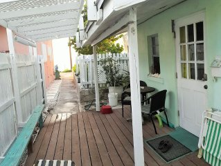 Cozy Beach Front Cottage Near Marinas and Activities.