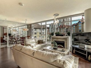 Downtown Luxury Executive 2 Bedroom Plus Den Condo Steps To The Beach