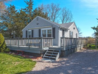 Quaint Westerly Cottage Walking Distance To The Beach
