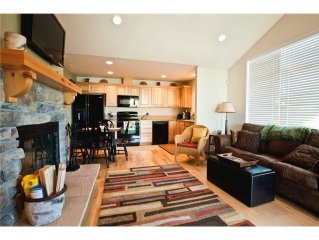 2 Bedroom, Fully Furnished Town Home Sleeps 7 close to Suncadia