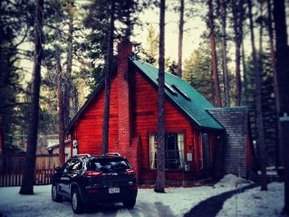 Charming Cozy Clean Cabin. Close to Beaches Sleeps 2-5