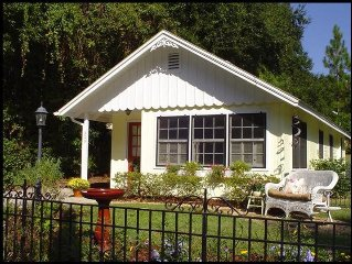 **DICKERMAN COTTAGE. Located on cottage row in the Historic area of Mount Dora**