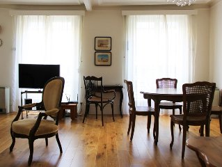 ideal adress for a Paris visitor,recently decorated, fine amenities, furniture.