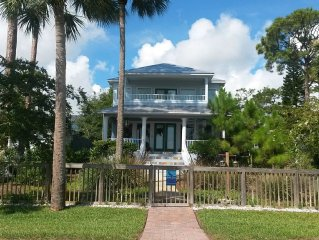 Bella Luna Villa - Beautiful Riverfront Home