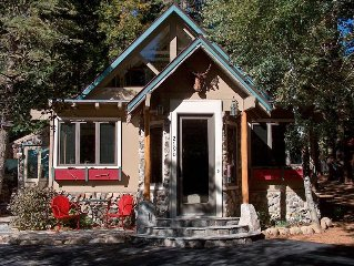 Charming 'Old Tahoe' Location /Hot Tub  FREE NIGHT FOR STAYS 0F 5 NIGHTS OR MORE