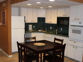 Ideal Location. Walk to Peak 9 Lift & Restaurants/Shops, 2 BR Condo Sleeps 8