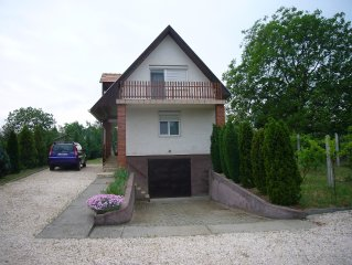 Quiet Countryside House in Tatabanya, Hungary, 3 minutes to town