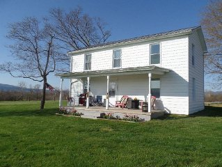 Cozy Country Farmhouse! Renovated & Updated. Great location in the valley!