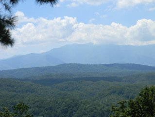 *Panoramic Views through Wall of Glass* 7 Minutes from Dollywood & Parkway
