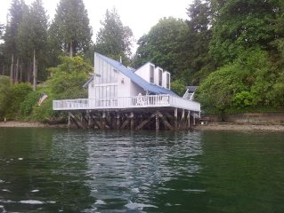 FAMILY FUN & BEACHCOMBING! Quiet Beach House on pilings over beach & Puget Sound