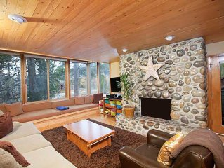 Spacious 4 bedroom condo, close to Jackson Hole Mountain Resort. Sleeps 8-10