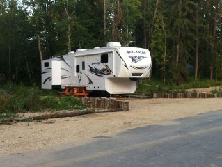 39' RV on picturesque spot at Gull Lake, Private Resort, All Amenities, $200/N.