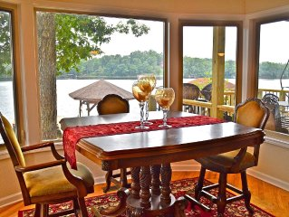Bay window dinning room with fabulous view